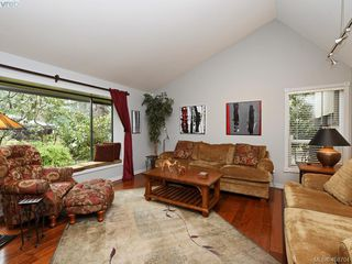 Photo 6: 998 Cottontree Close in VICTORIA: SE Broadmead House for sale (Saanich East)  : MLS®# 812170