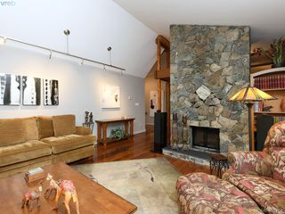 Photo 7: 998 Cottontree Close in VICTORIA: SE Broadmead House for sale (Saanich East)  : MLS®# 812170