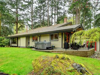 Photo 4: 998 Cottontree Close in VICTORIA: SE Broadmead House for sale (Saanich East)  : MLS®# 812170