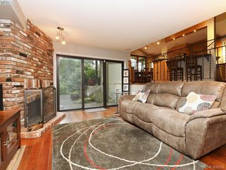 Photo 8: 998 Cottontree Close in VICTORIA: SE Broadmead House for sale (Saanich East)  : MLS®# 812170