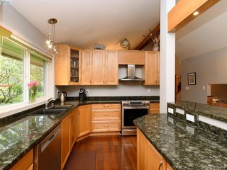 Photo 11: 998 Cottontree Close in VICTORIA: SE Broadmead House for sale (Saanich East)  : MLS®# 812170