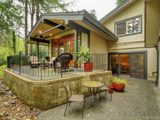 Photo 3: 998 Cottontree Close in VICTORIA: SE Broadmead House for sale (Saanich East)  : MLS®# 812170