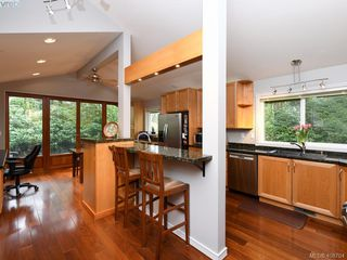 Photo 10: 998 Cottontree Close in VICTORIA: SE Broadmead House for sale (Saanich East)  : MLS®# 812170