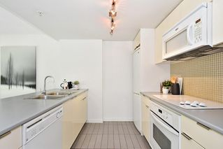 "Photo 11: 312 788 HAMILTON Street in Vancouver: Downtown VW Condo for sale in ""TV Towers"" (Vancouver West)  : MLS®# R2364675"