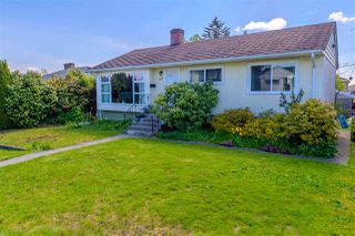 Photo 1: 7922 17TH Avenue in Burnaby: East Burnaby House for sale (Burnaby East)  : MLS®# R2366489