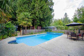 Photo 1: 7964 COOPER Road in Halfmoon Bay: Halfmn Bay Secret Cv Redroofs House for sale (Sunshine Coast)  : MLS®# R2398564