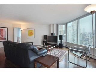 "Photo 3: 2006 388 DRAKE Street in Vancouver: Downtown VW Condo for sale in ""GOVERNOR'S TOWER"" (Vancouver West)  : MLS®# V882410"