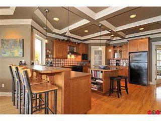 Photo 2: 15064 BUENA VISTA AV in White Rock: House for sale : MLS®# F2923834