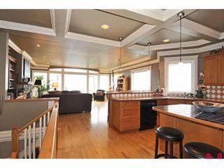 Photo 3: 15064 BUENA VISTA AV in White Rock: House for sale : MLS®# F2923834