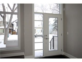 Photo 2: 327 18 Avenue NW in CALGARY: Mount Pleasant Residential Attached for sale (Calgary)  : MLS®# C3592843