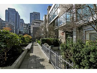 "Photo 15: 104 928 RICHARDS Street in Vancouver: Yaletown Townhouse for sale in ""THE SAVOY"" (Vancouver West)  : MLS®# V1050267"