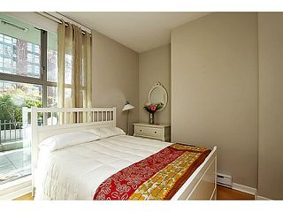 """Photo 10: 104 928 RICHARDS Street in Vancouver: Yaletown Townhouse for sale in """"THE SAVOY"""" (Vancouver West)  : MLS®# V1050267"""