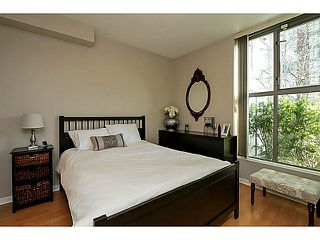 "Photo 7: 104 928 RICHARDS Street in Vancouver: Yaletown Townhouse for sale in ""THE SAVOY"" (Vancouver West)  : MLS®# V1050267"