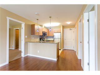"Photo 8: 306 2373 ATKINS Avenue in Port Coquitlam: Central Pt Coquitlam Condo for sale in ""CARMANDY"" : MLS®# V1069079"