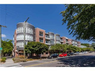 """Main Photo: 405 789 W 16TH Avenue in Vancouver: Fairview VW Condo for sale in """"SIXTEEN WILLOWS"""" (Vancouver West)  : MLS®# V1135413"""