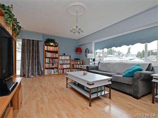 Photo 3: 1209 Alan Rd in VICTORIA: SW Layritz Single Family Detached for sale (Saanich West)  : MLS®# 751985