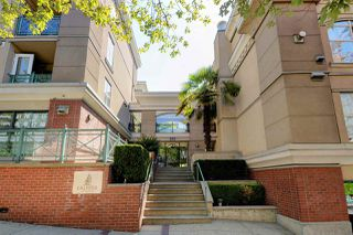 "Photo 1: C1 332 LONSDALE Avenue in North Vancouver: Lower Lonsdale Condo for sale in ""The Calypso"" : MLS®# R2198607"