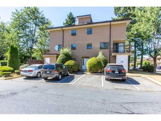 Photo 1: 207 13316 71B Street in Surrey: West Newton Townhouse for sale : MLS®# R2201861
