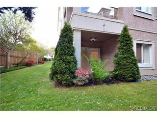 Photo 1: 106 1014 Rockland Avenue in VICTORIA: Vi Downtown Residential for sale (Victoria)  : MLS®# 322905
