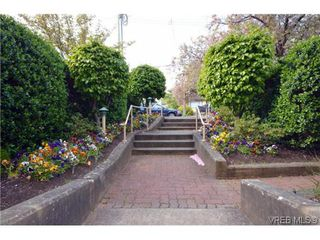 Photo 3: 106 1014 Rockland Avenue in VICTORIA: Vi Downtown Residential for sale (Victoria)  : MLS®# 322905