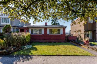 Photo 3: 2276 BURQUITLAM Drive in Vancouver: Fraserview VE House for sale (Vancouver East)  : MLS®# R2270982
