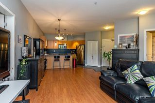 Photo 3: 401 10499 UNIVERSITY Drive in Surrey: Whalley Condo for sale (North Surrey)  : MLS®# R2278362