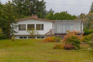 Photo 1: 8591 Lochside Drive in NORTH SAANICH: NS Bazan Bay Single Family Detached for sale (North Saanich)  : MLS®# 394098