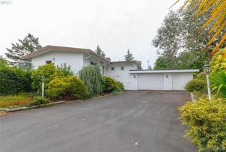 Photo 2: 8591 Lochside Drive in NORTH SAANICH: NS Bazan Bay Single Family Detached for sale (North Saanich)  : MLS®# 394098