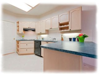 """Photo 5: 309 8500 GENERAL CURRIE Road in Richmond: Brighouse South Condo for sale in """"QUEENS GATE"""" : MLS®# R2331047"""