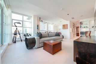 "Photo 2: 2702 638 BEACH Crescent in Vancouver: Yaletown Condo for sale in ""THE ICON 1"" (Vancouver West)  : MLS®# R2345458"