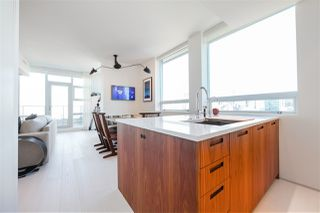 "Photo 7: 2702 638 BEACH Crescent in Vancouver: Yaletown Condo for sale in ""THE ICON 1"" (Vancouver West)  : MLS®# R2345458"