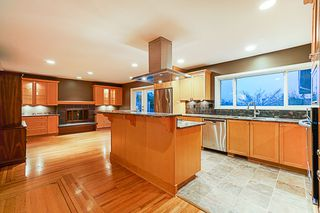 """Photo 6: 834 MASSEY Street in New Westminster: The Heights NW House for sale in """"MASSEY HEIGHTS"""" : MLS®# R2353018"""