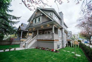 Photo 2: 497 E 10 Avenue in Vancouver: Mount Pleasant VE 1/2 Duplex for sale (Vancouver East)  : MLS®# R2360007