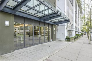 "Photo 2: 1005 892 CARNARVON Street in New Westminster: Downtown NW Condo for sale in ""AZURE 2"" : MLS®# R2372507"