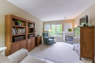 """Photo 4: 2 20761 DUNCAN Way in Langley: Langley City Townhouse for sale in """"WYNDHAM LANE"""" : MLS®# R2379192"""