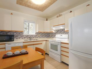 "Photo 7: 110 1215 LANSDOWNE Drive in Coquitlam: Upper Eagle Ridge Townhouse for sale in ""Sunridge Estates"" : MLS®# R2409261"