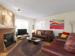"Photo 3: 110 1215 LANSDOWNE Drive in Coquitlam: Upper Eagle Ridge Townhouse for sale in ""Sunridge Estates"" : MLS®# R2409261"