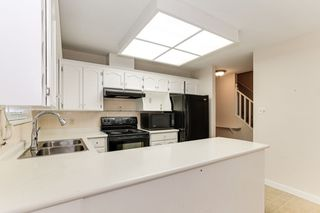 """Photo 6: 176 8737 212 Street in Langley: Walnut Grove Townhouse for sale in """"Chartwell Green"""" : MLS®# R2434917"""