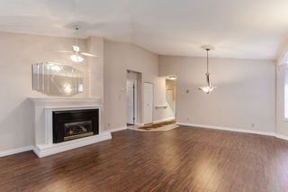 """Photo 3: 176 8737 212 Street in Langley: Walnut Grove Townhouse for sale in """"Chartwell Green"""" : MLS®# R2434917"""