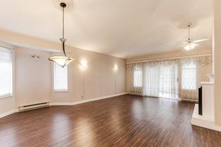 """Photo 2: 176 8737 212 Street in Langley: Walnut Grove Townhouse for sale in """"Chartwell Green"""" : MLS®# R2434917"""