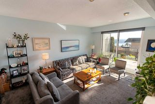 """Photo 10: 38 2216 FOLKESTONE Way in West Vancouver: Panorama Village Townhouse for sale in """"Panarama Village"""" : MLS®# R2437160"""