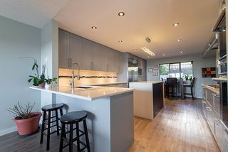 """Photo 5: 38 2216 FOLKESTONE Way in West Vancouver: Panorama Village Townhouse for sale in """"Panarama Village"""" : MLS®# R2437160"""