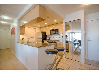 """Photo 8: 2608 1033 MARINASIDE Crescent in Vancouver: Yaletown Condo for sale in """"QUAY WEST 1"""" (Vancouver West)  : MLS®# V1089970"""