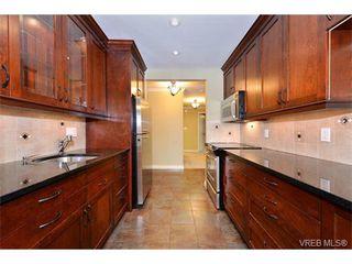 Photo 7: 206 1312 Beach Dr in VICTORIA: OB South Oak Bay Condo Apartment for sale (Oak Bay)  : MLS®# 734023