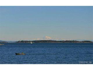 Photo 3: 206 1312 Beach Dr in VICTORIA: OB South Oak Bay Condo Apartment for sale (Oak Bay)  : MLS®# 734023