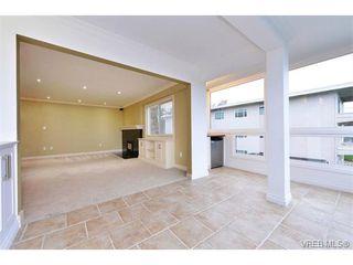 Photo 5: 206 1312 Beach Dr in VICTORIA: OB South Oak Bay Condo Apartment for sale (Oak Bay)  : MLS®# 734023