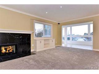 Photo 8: 206 1312 Beach Dr in VICTORIA: OB South Oak Bay Condo Apartment for sale (Oak Bay)  : MLS®# 734023