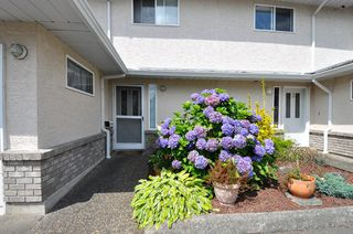 """Photo 1: 2 32139 7TH Avenue in Mission: Mission BC Townhouse for sale in """"Quinto Estates"""" : MLS®# R2090936"""
