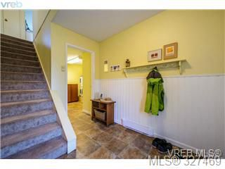 Photo 4: 1 1705 Feltham Road in VICTORIA: SE Lambrick Park Townhouse for sale (Saanich East)  : MLS®# 327469