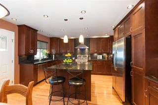 Photo 3: 2559 JASMINE Court in Coquitlam: Summitt View House for sale : MLS®# R2247124